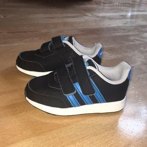 Toddler boys Adidas sneakers size 6